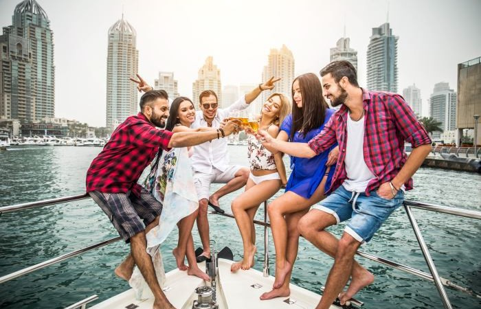 Party-on-yacht-Dubai